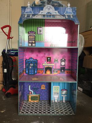 Monster high 4ft Doll house, Good condition