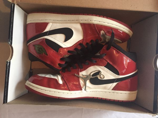 Nike Air Jordan 1 Retro (Patent Leather)