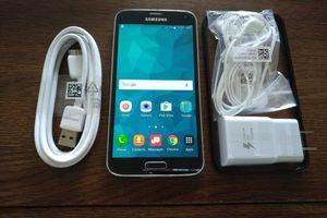 Galaxy S5 w/ Accessories {UNLOCKED}