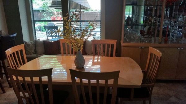 Dining room set light natural maple color table and 8 chairs buffet and hutch furniture - Dining room sets austin tx ...
