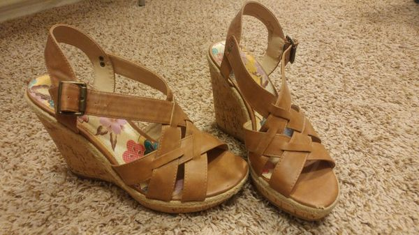55d1a1172c1 Size 9 LimeLight camel wedges (Clothing   Shoes) in Florence