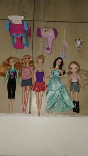 Barbies and other mix dolls