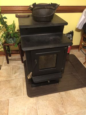 Very Nice Wood Stove With Mat