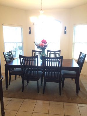 7 Piece Dining Table And Hutch