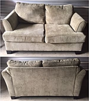 Sage Green United Furniture Love Seat * Excellent Condition