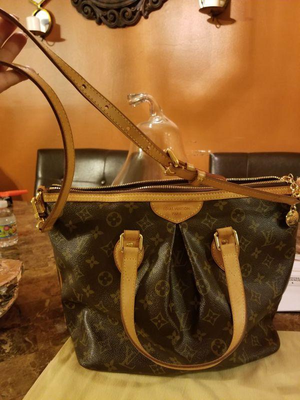 Authentic Louis Vuitton exellent conditions comes with a dust bag