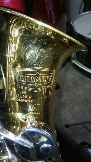 Bundy. Tenor SAXOPHONE WITH HARD CASE