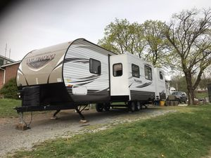 2017 34 ft 2 bedroom 2 slides there's nothing this rv doesn't have