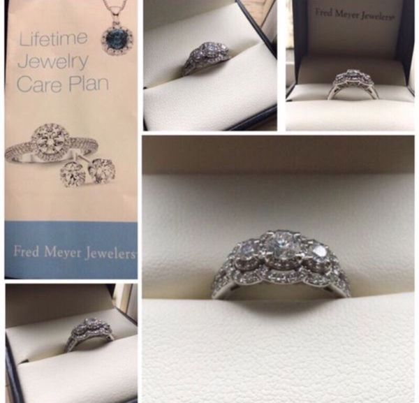 14KT Beautiful White Gold Engagement Ring Jewelry & Accessories in Kent