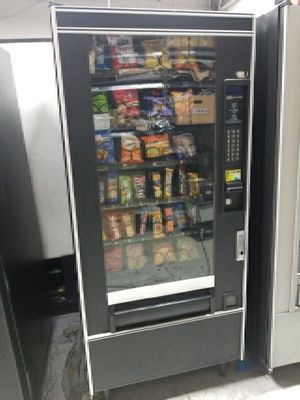 Snack vending machine fully working