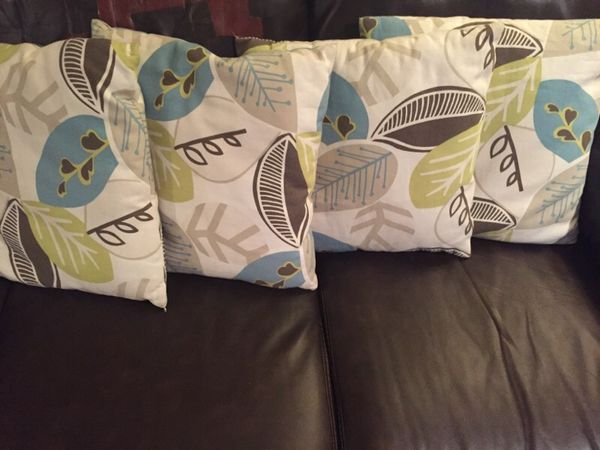 4 Throw Pillows Household In Lynnwood Wa Offerup