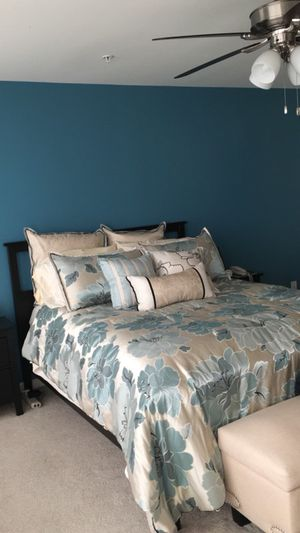 9 piece Queen comforter set displayed on bed never slept on.. Less then 1 year old owned.. Retail $250. Beautiful blue colors with flowers.. No tear