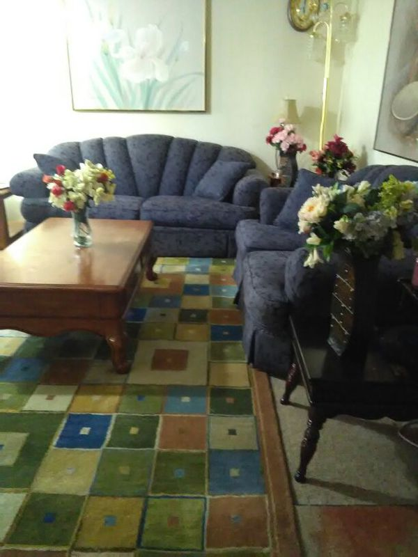 Two pieces couch and loveseat furniture in everett wa for Furniture in everett wa