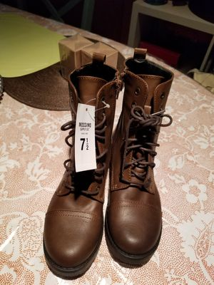 Combats boots 7.5 with TAGS