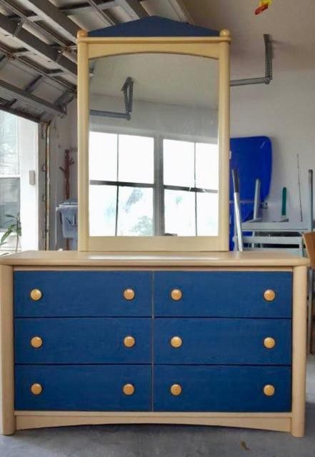 6-Drawer Bedroom Dresser with removable mirror made by the Palliser ...