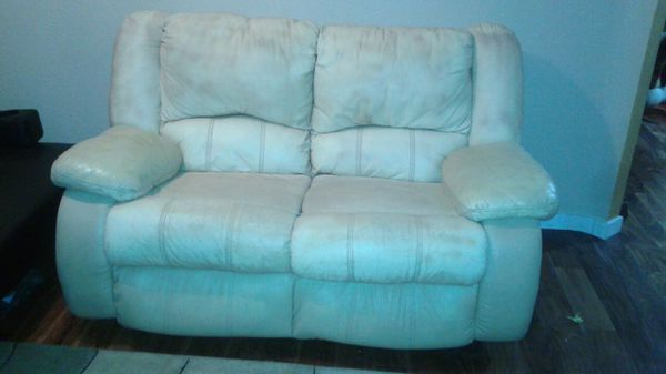 Sofa and love seat furniture in federal way wa offerup - Ways of accessorizing love seats ...