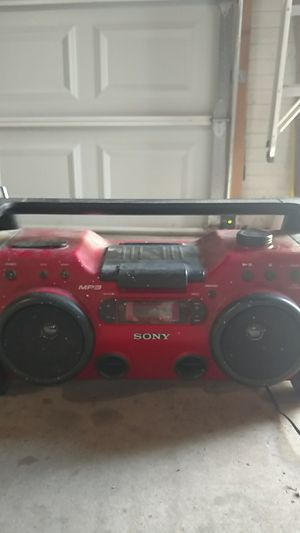 Great condition, lightly-used Sony radio player with CD and auxiliary plug in.