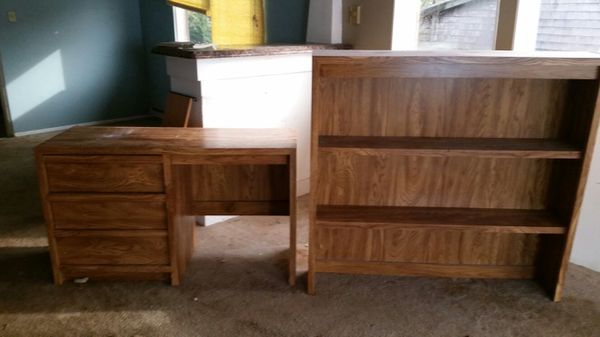Wood desk with matching hutch furniture in tacoma wa for Bedroom furniture 98409