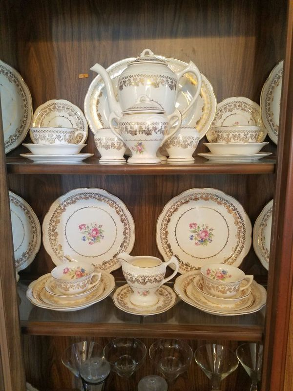 American beauty china by stetson 22kt gold (Antiques) in Attleboro, MA