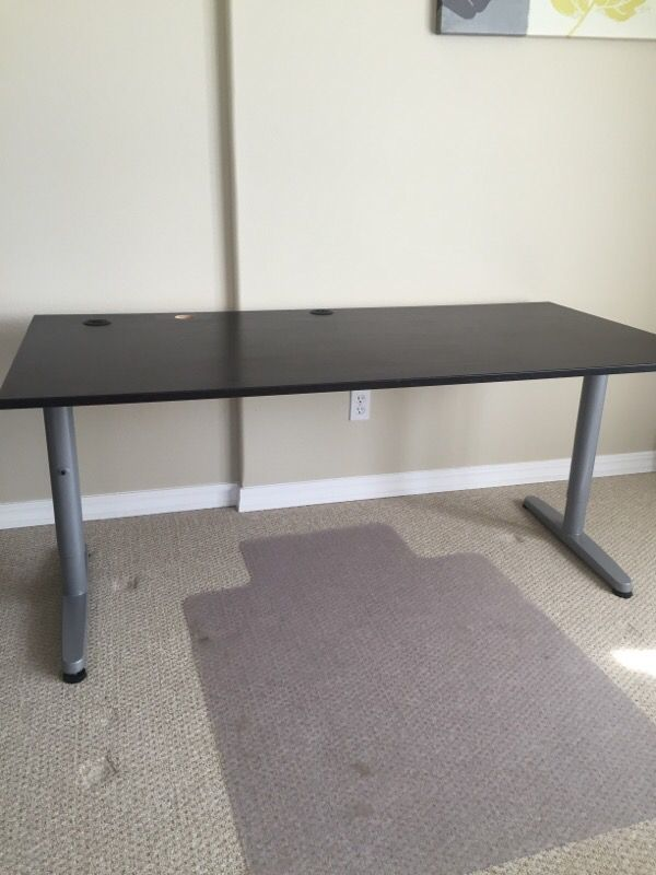 Desk furniture in renton wa offerup for Offer up furniture