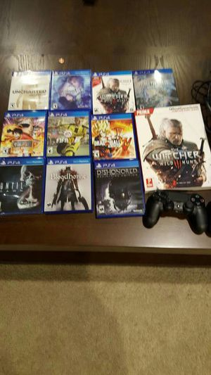 USED 500 GB PS4 Bundle with Extra Controller and Games (includes P.T)