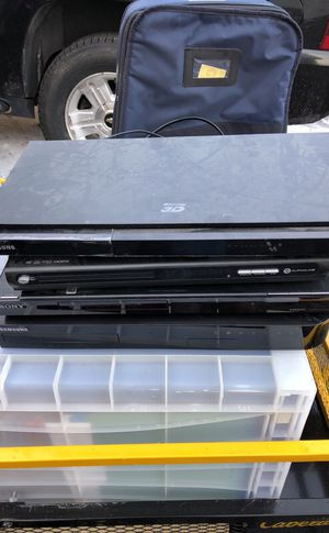 2 blu-ray and 2 DVD players