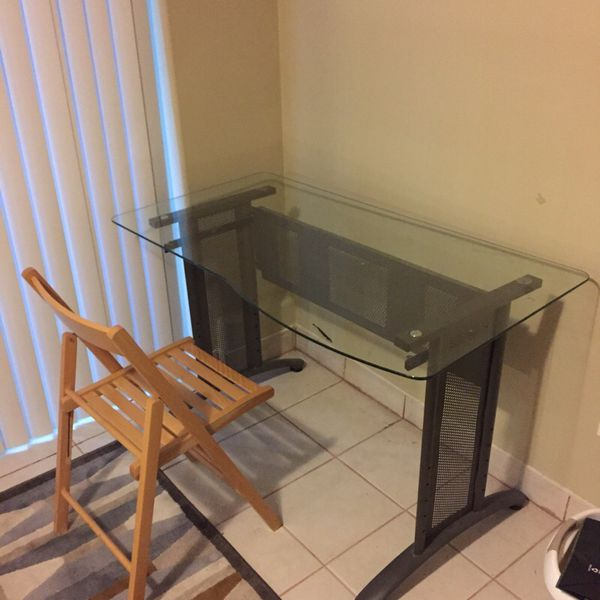 Glass desk furniture in seattle wa offerup for Furniture movers seattle