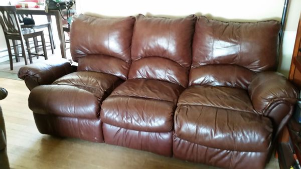 Free reclining couch furniture in edmonds wa offerup for Furniture edmonds wa