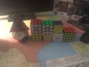 Assorted Rubiks Cubes and Puzzles (9)