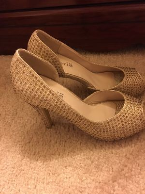 New gold Shoes Size 61/2 ( never used)