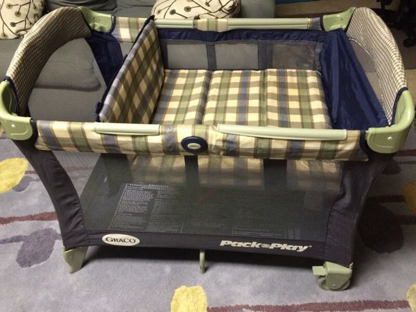 Graco 3 Way Pack n Play Play yard Bassinet & Changing