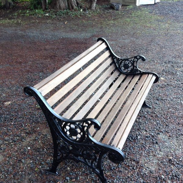 Garden bench very nice shape furniture in gig harbor wa for Furniture gig harbor