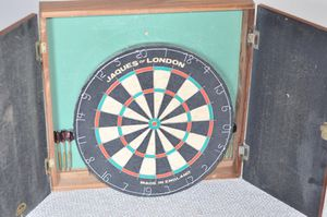 JAQUES OF LONDON VINTAGE COMPLETE DART BOARD SET