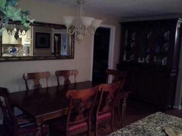 Ethan Allen British Classic Dining Room Set Side Board Hutch