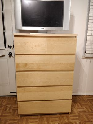 Like new chest dresser/TV stand with big 6 drawers in very good condition, all drawers sliding smoothly