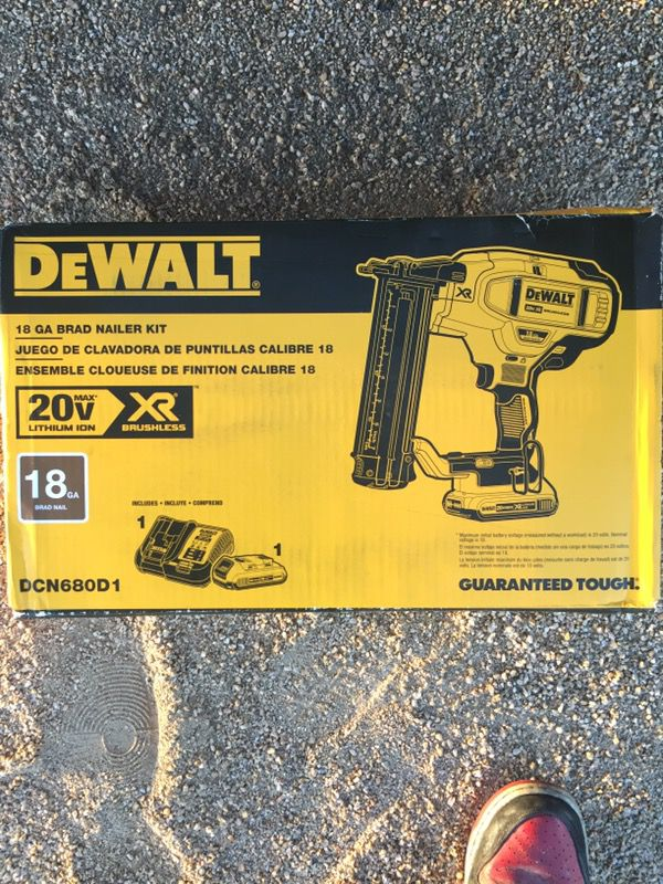 Dewalt cordless 18 gage brad nail gun (Tools & Machinery) in Phoenix, AZ