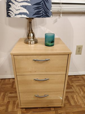 "Nice night stand with 3 Drawers in very good condition, all drawers sliding smoothly, let me know if you like more pictures. L16.5""*W16""*H22.5"""