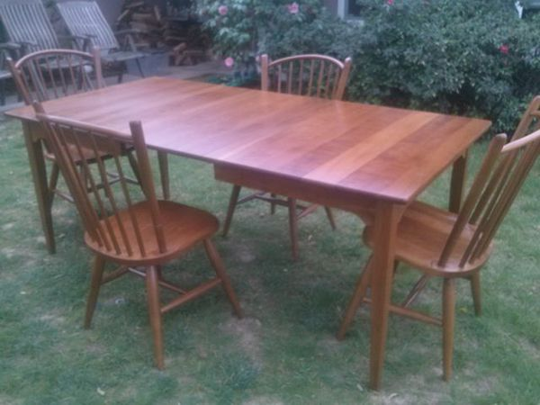 ORIGINAL S. BENT & BROS SOLID MAPLE DINING TABLE AND 4 CHAIRS ...