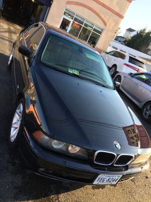 BMW 525i M Estandar , Manual, stick shift Título limpio Año 2003 Con 135,000 millas Todo en perfectas condiciones Limpio adentro y afuera 703