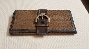 Coach used ladies wallet, check out my other items on this app text me for more information gaithersburg Maryland 20877