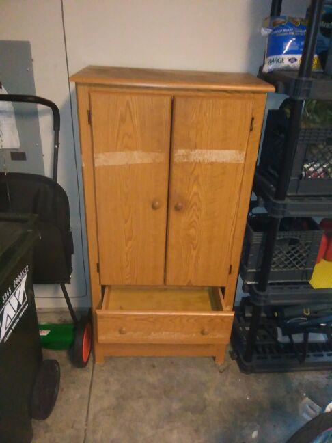 Armoir pantry space dresser furniture in auburn wa for Furniture auburn wa