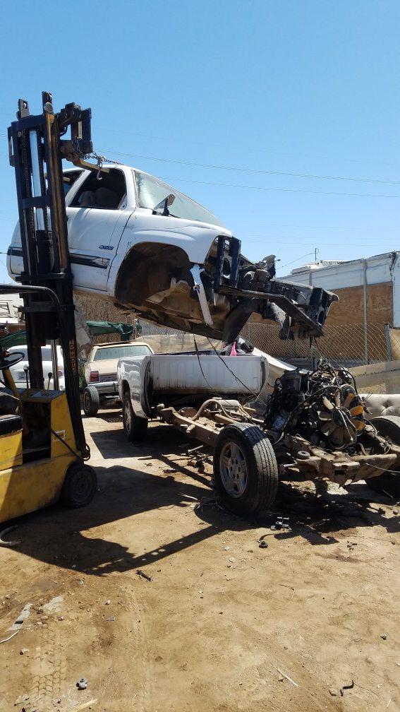 We buy junk cars (Cars & Trucks) in Glendale, AZ