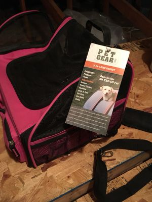 Dog carrier. For small dogs 2-10 lbs.