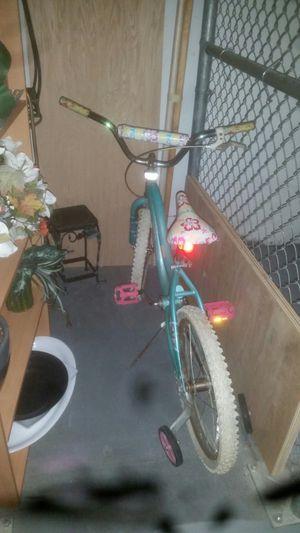 Girl 's bike