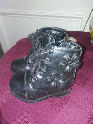 Flowered leather boots for toddlers