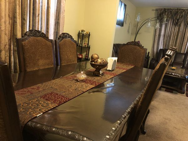7 piece dining set. 6 chairs and table with leaf. Store room ...