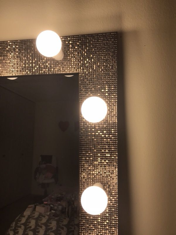 New XLARGE luxury makeup mirror (Beauty & Health) in Downers Grove, IL