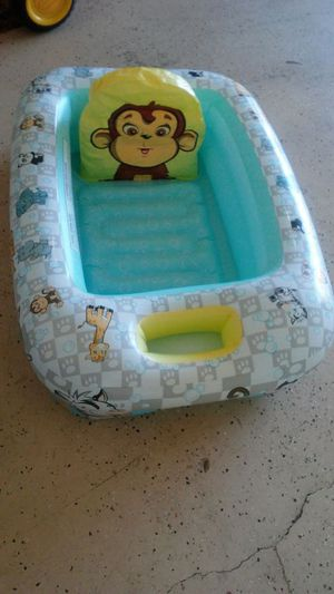 Kids inflatable safety bathtub great condition with temperature sensor
