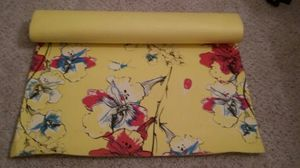 BEAUTIFUL YOGA MAT WITH CARRY ON STRIP LIKE NEW EXCELLENT CONDITION