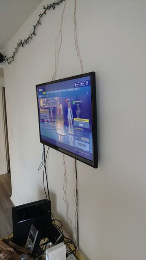 "Seiki 40"" 4K UHD TV + Mount hardware + Chromecast"